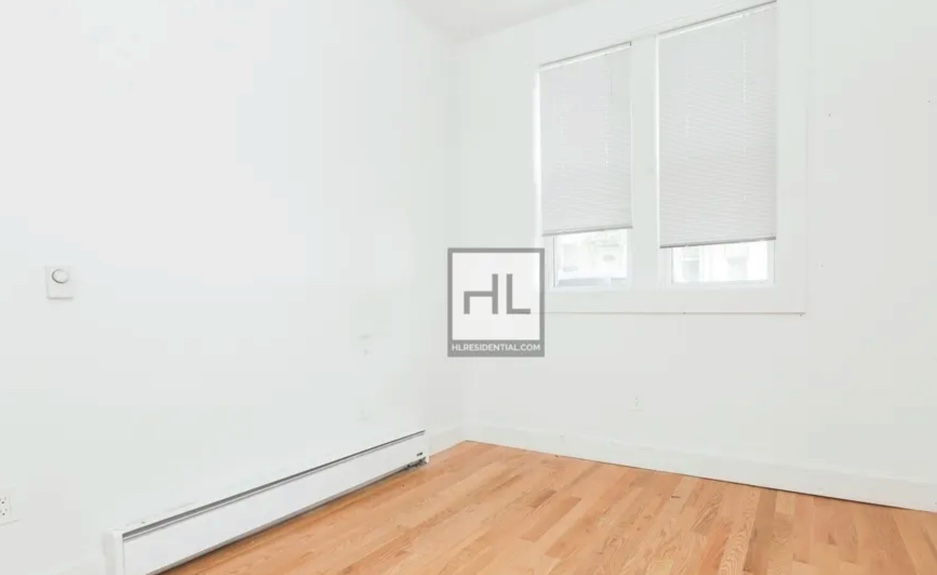 apartment listing photo of empty room